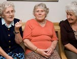 Grandmères et commérages, le bouche à oreille